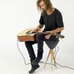 Um banquinho, um violão… e som a 360 graus pra todo lado