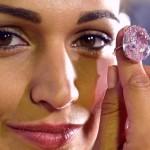 O leilão do diamante rosa e o tesouro achado numa geleira