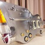 Guitarras inspiradas na traseira rabo-de-peixe dos antigos carrões