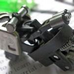 Réplica de moto em miniatura com isqueiro descartável reciclado