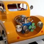 Réplicas de carros com a reciclagem de papelão e sucata eletrônica