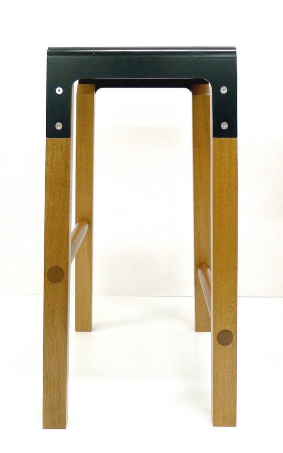 Tamborete de madeira com tampo de metal