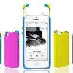 Fones de ouvido coloridos embutidos em estojo de telefone celular