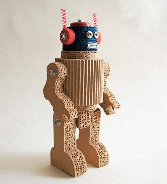 Conhecido Fusquinha e robôs em miniatura feitos com papelão reciclado  TD04