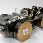 Miniaturas de jipes e carros antigos com sucata de HD de computador