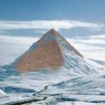 Hoax transporta pirâmide de Quéops para paisagem gelada da Antártida