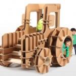 Brinquedo infantil de papelão ondulado reciclável com forma de trator