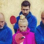 Como é manipulado o vídeo com o truque do falso ping-pong com facas