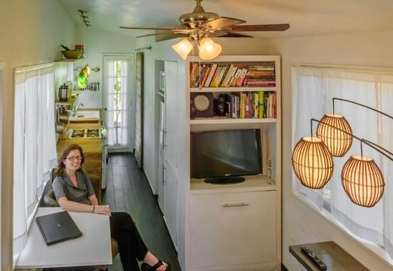 Arquiteta Macy Miller em sua casa compacta