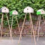 Casa de passarinhos com tripé de madeira para varanda e jardim