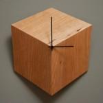 Relógio de parede em 3D cria ilusão de ótica de cubo de madeira