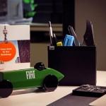 Carrinho de madeira é 'brinquedo executivo' para homens de negócios