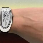 Relógio de pulso 'derretendo' inspirado em pintura famosa de Dalí