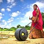 A bombona rotativa que facilita carregar água nas regiões de seca