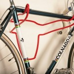 Rack de parede para bicicletas com perfil metálico de cabeça de boi