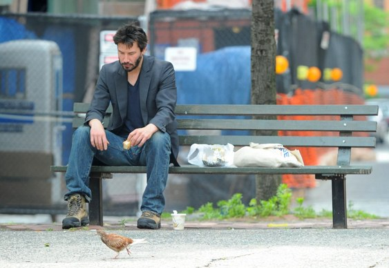 Keanu Reeves solitário