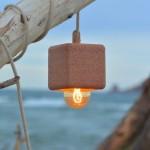 Luminária ecológica com prazo de validade feita com areia da praia
