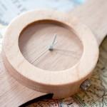 Relógio de pulso artesanal de madeira e bambu 80% biodegradável