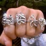Anéis feitos com antigos garfos de sobremesa em prata retorcida
