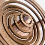Autômato de madeira reproduz movimento de gota caindo na água