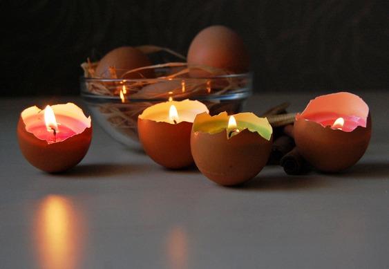 Castiçais de cascas de ovos