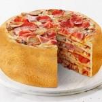 Novo mata-fome: bolo feito com pizzas empilhadas em camadas