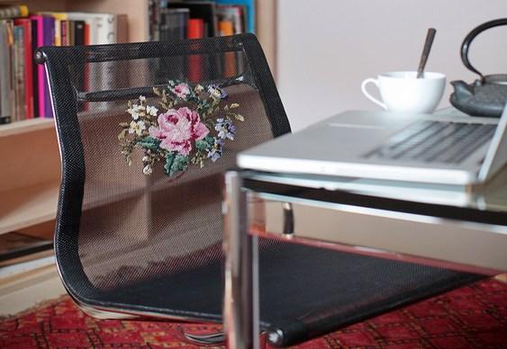 Cadeiras com forro bordado