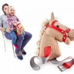 Cavalinho de joelho para brincar com as crianças pequenas