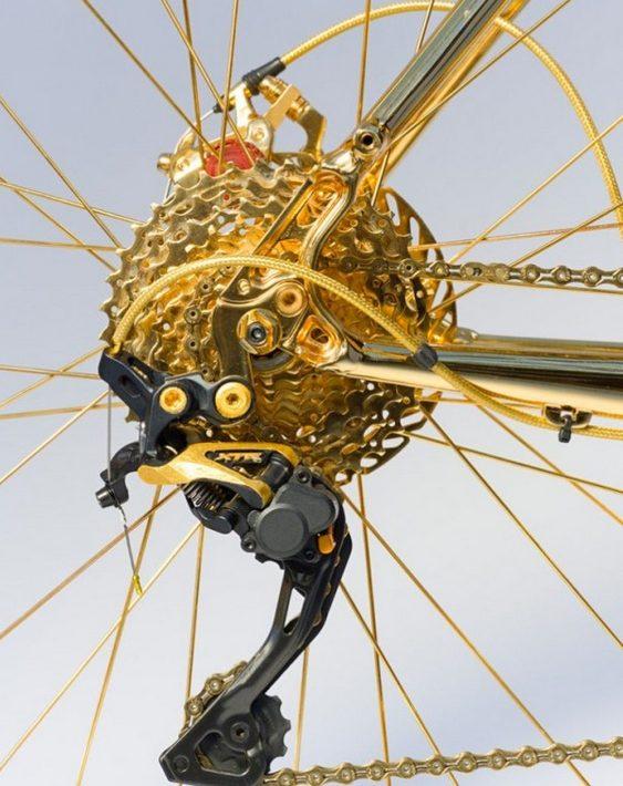 Mountain bike folheada a ouro