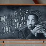 Estudantes anônimos deixam desenhos misteriosos no quadro-negro