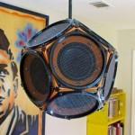 Caixa acústica em forma de dodecaedro com 12 alto-falantes