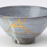 Restauração com ouro devolve beleza a porcelana antiga quebrada