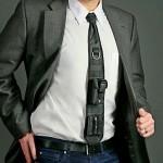 Nova gravata tática de nylon mais parece uma pochete de pescoço