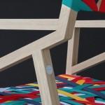 Aprenda como reciclar uma cadeira com um estofamento colorido