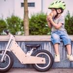 Bicicleta ajustável de madeira e alumínio cresce junto com a criança