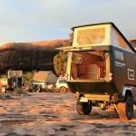 Camping de aventura em trailer adaptado sobre carroceria de jipe