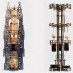 Cafeteiras steampunk montadas em longas torres góticas de metal