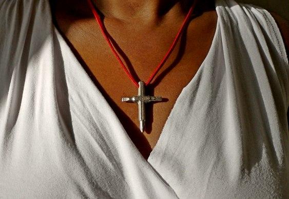 Crucifixo com chaves de fenda