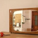 Painel frontal de televisão antiga vira moldura de espelho novo