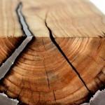 Móvel com tronco de árvore e alumínio fundido despejado por cima