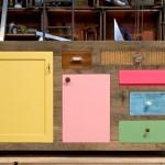 Gavetas e portas de velhos armários em lindos móveis reciclados