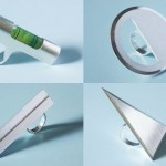 Anéis de prata com réguas e ferramentas para designers