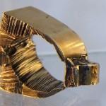 Anéis detonados exibem maldade única em conceito de design