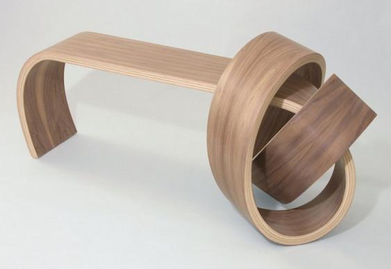 Banquinho de madeira torcida