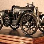 Máquina de costura a manivela vira carro de corrida steampunk