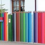 Cerca para estúdio de arte imita estojo de lápis de cor