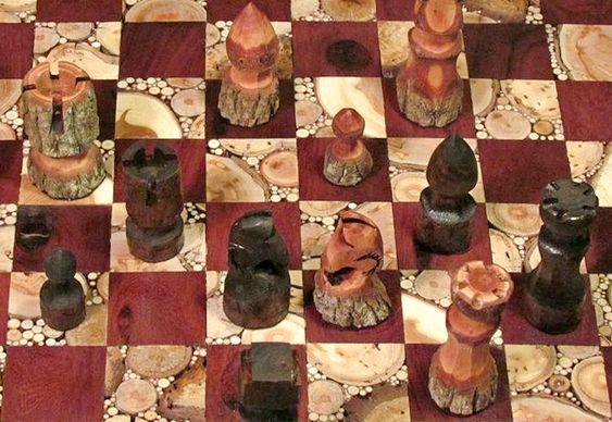 Jogo de xadrez com madeira natural