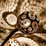 Como transformar um coco seco numa joia luminosa