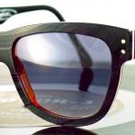 Óculos musicais em estojos feitos com discos compactos de vinil