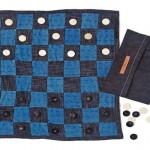 Retalhos de jeans reciclados como tabuleiros para jogos de damas